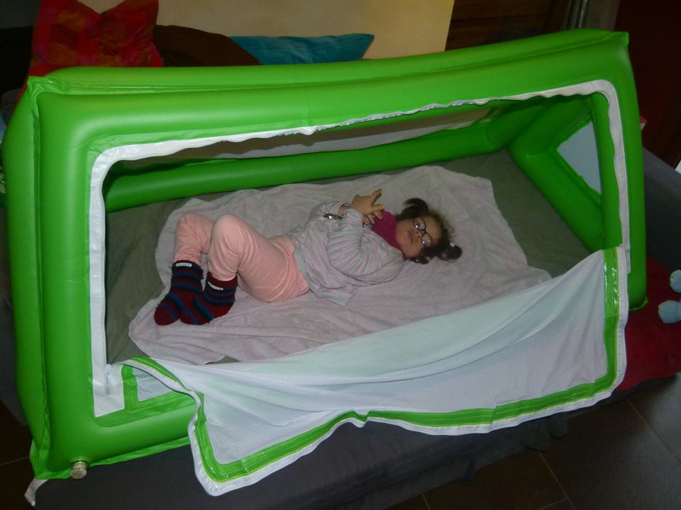 lit s curis enfant handicap. Black Bedroom Furniture Sets. Home Design Ideas